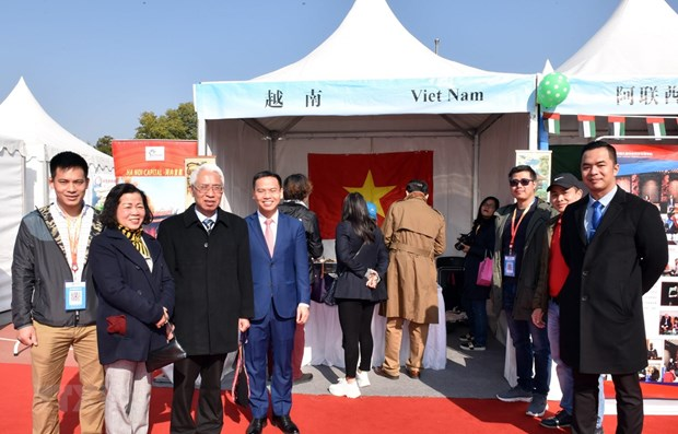Vietnam attends 11th int'l charity bazaar in Beijing hinh anh 1