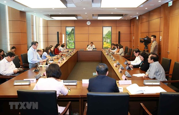 Draft revisions to law on foreigners' exit, entry discussed at National Assembly hinh anh 1