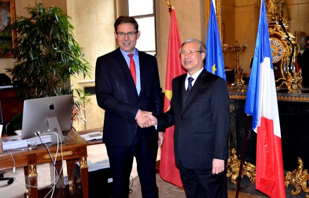 Vietnam values relations with France: Party official hinh anh 1