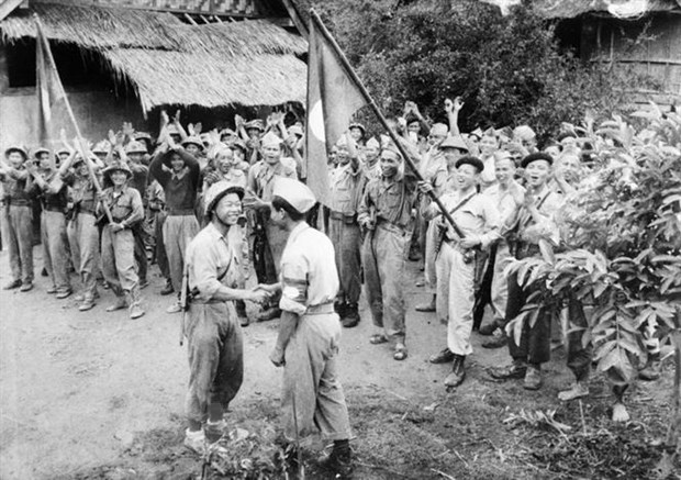 Lao leader's greetings on day of Vietnamese voluntary soldiers hinh anh 1