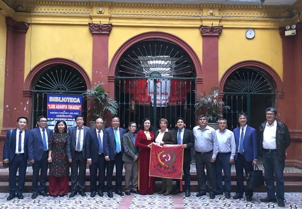 Hanoi officials visit Argentina, Peru hinh anh 3
