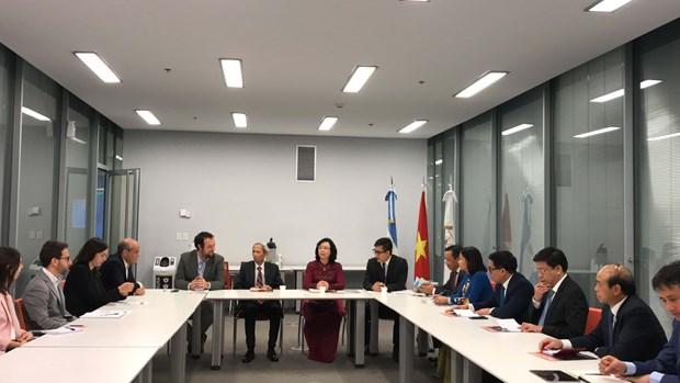 Hanoi officials visit Argentina, Peru hinh anh 2