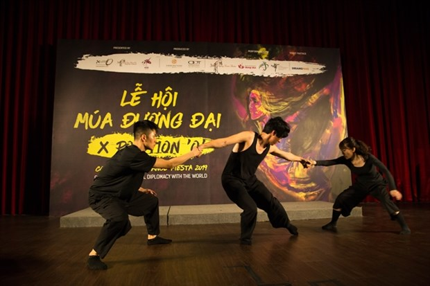 Contemporary dance fiesta comes to HCM City hinh anh 1