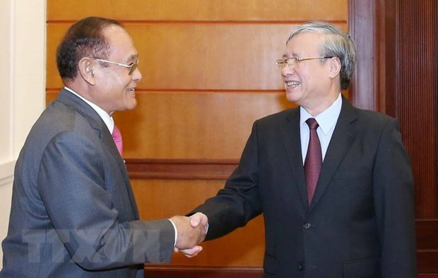 Party official receives Cambodian guest hinh anh 1