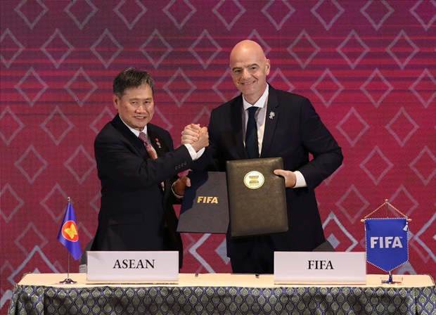 ASEAN, FIFA agree to cooperate to develop football in Southeast Asia hinh anh 1