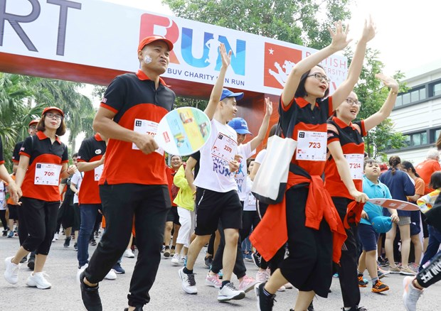 Charity Fun Run draws nearly 8,000 runners hinh anh 1
