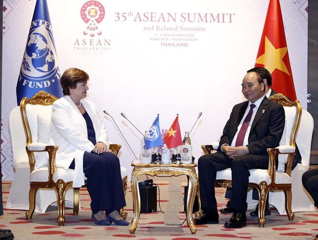 PM Nguyen Xuan Phuc holds meetings on ASEAN Summit's sidelines hinh anh 3