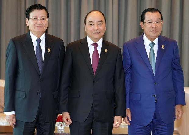 PM Nguyen Xuan Phuc holds meetings on ASEAN Summit's sidelines hinh anh 1
