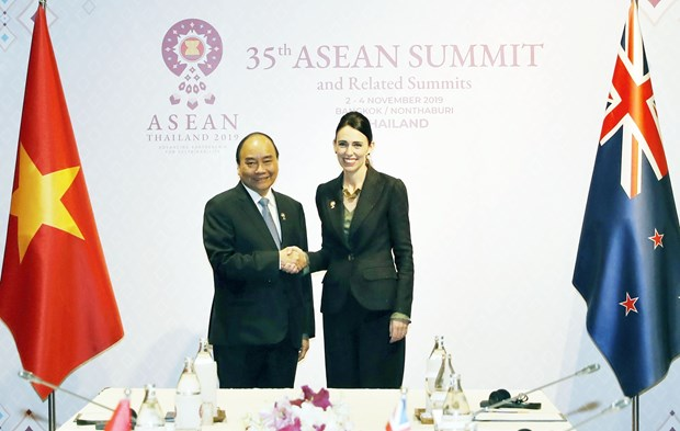 Prime Ministers of Vietnam, New Zealand meet in Bangkok hinh anh 1