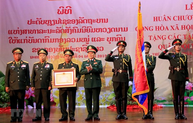 Vietnam confers Gold Star Order on Lao People's Army hinh anh 1