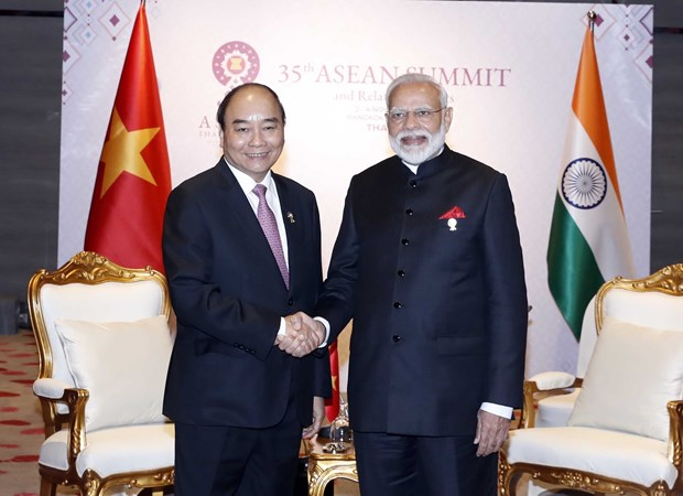 Vietnamese, Indian PMs meet in Thailand hinh anh 1