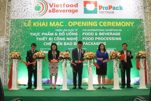 Int'l food, beverage expo underway in Hanoi hinh anh 1