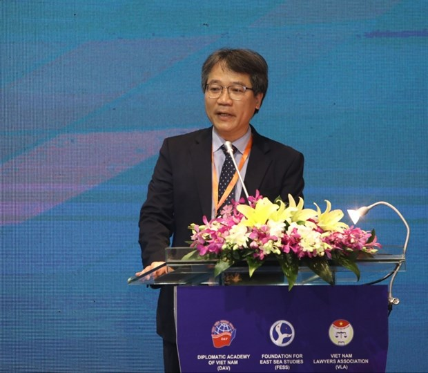 Foreign experts criticise China's actions in South China Sea hinh anh 1