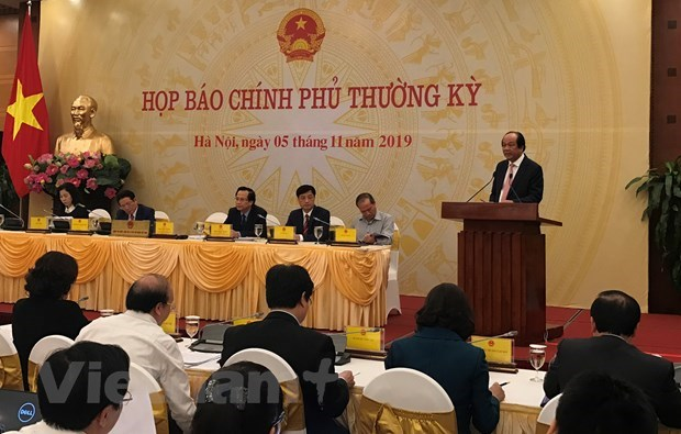 Lorry tragedy in UK highlighted at Government's regular meeting hinh anh 1