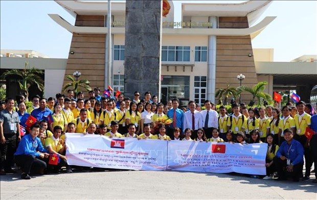 Vietnam-Cambodia youth exchange promotes traditional friendship hinh anh 1