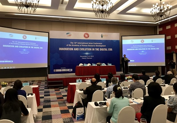 Int'l conference discusses human resource development hinh anh 1