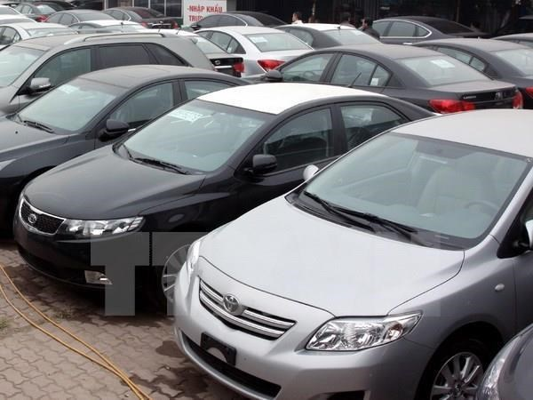 Vietnam imports 120,000 cars in ten months hinh anh 1