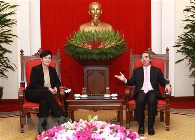 IFC, ADB pledge to continue support for Vietnam hinh anh 1
