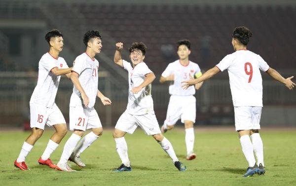 Vietnam team win first match at U19 qualifier hinh anh 1