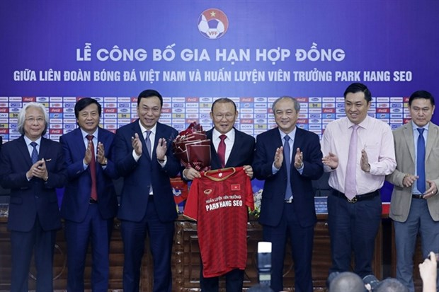 Park Hang-seo to coach Vietnam until 2022 hinh anh 1