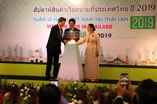 Vietnamese goods week opens in Thailand hinh anh 1