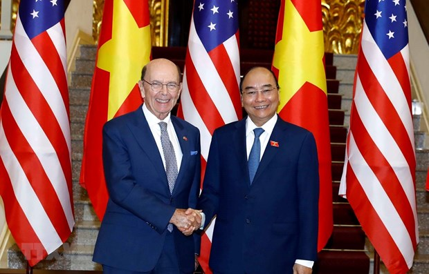 PM Nguyen Xuan Phuc receives US Secretary of Commerce hinh anh 1