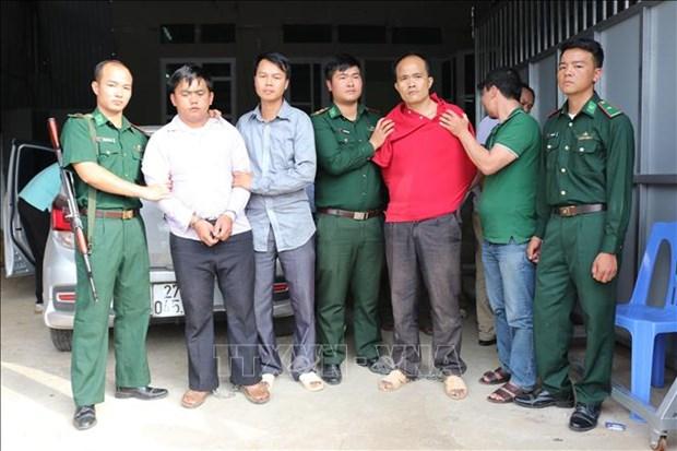 Dien Bien police arrest two transnational drug traffickers hinh anh 1