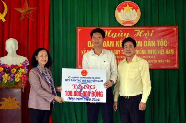 Officials attend great national unity festival in provinces hinh anh 1