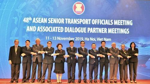 ASEAN senior transport officials meet in Hanoi hinh anh 1