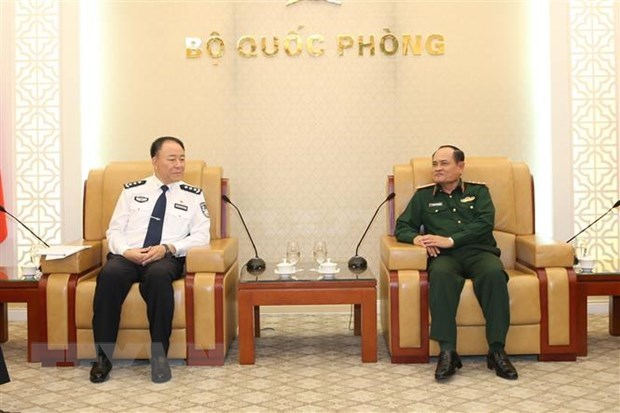 Chinese immigration officials welcomed in Hanoi hinh anh 1