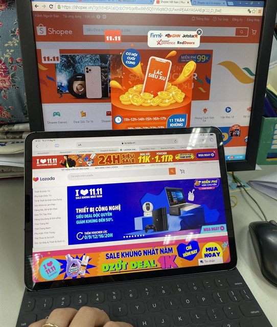 Year-end promotions heat up e-commerce market hinh anh 1