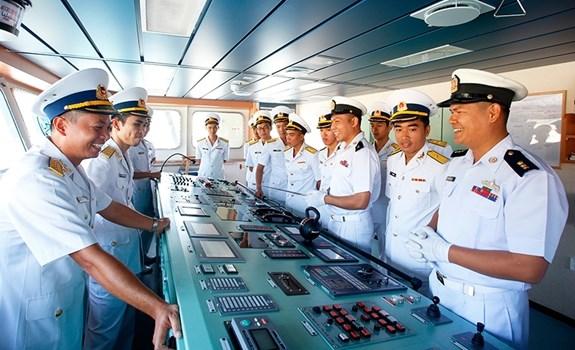 Myanmar's naval vessel visits Vietnam hinh anh 1