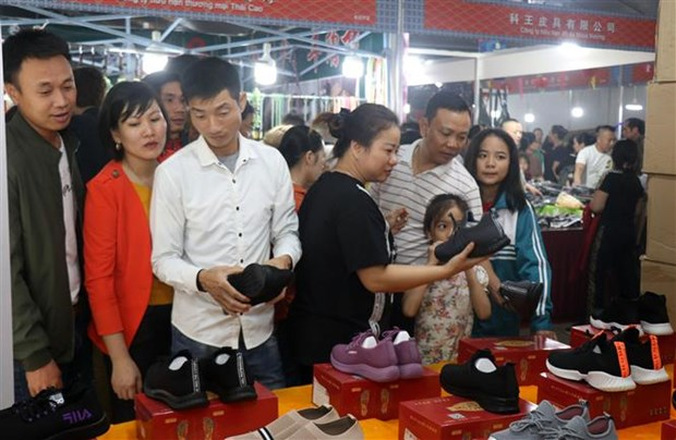 19th Vietnam-China border trade fair opens in Lao Cai hinh anh 1