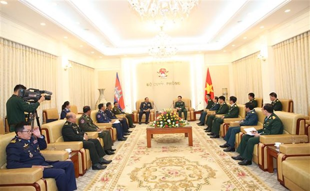 Cambodian air force commander welcomed in Hanoi hinh anh 1