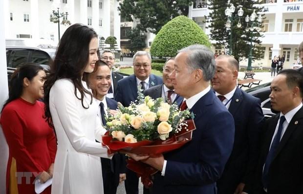 Kazakhstan's lower house chairman visits Hanoi University hinh anh 1