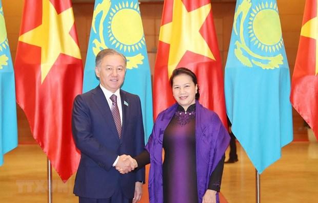 Vietnamese, Kazakhstani top legislators hold talks hinh anh 1