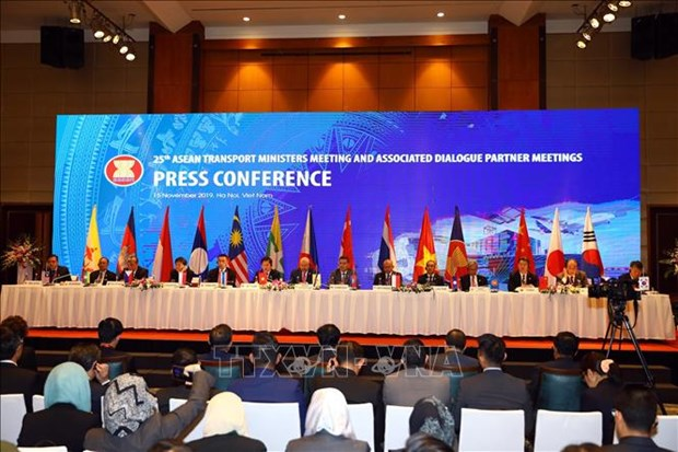 ASEAN transport ministers' meeting ends with important agreements hinh anh 1
