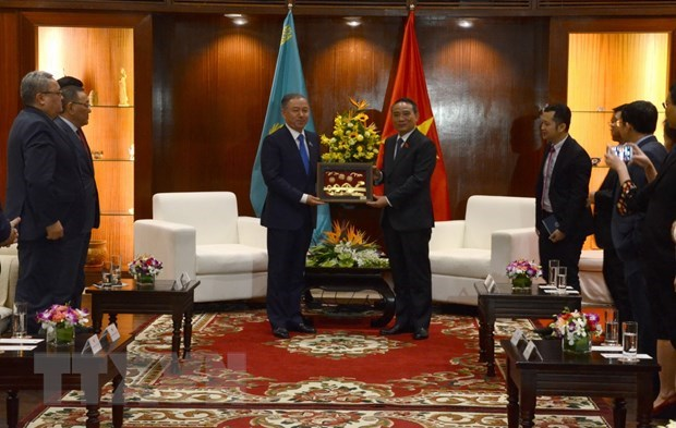 Kazakhstani top legislator visits Da Nang hinh anh 1