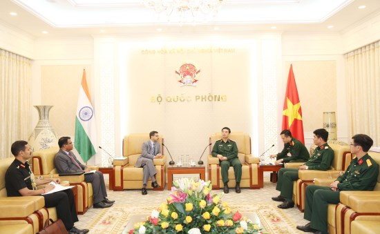 Vietnam, India enhance defence ties hinh anh 1