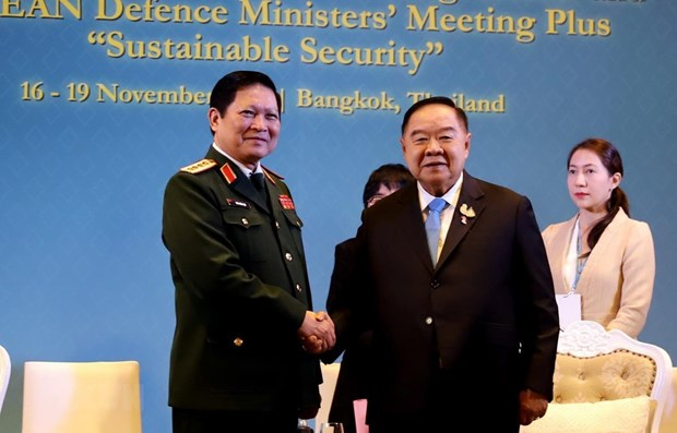 Defence Minister meets Thai Deputy PM, Indonesian counterpart hinh anh 1