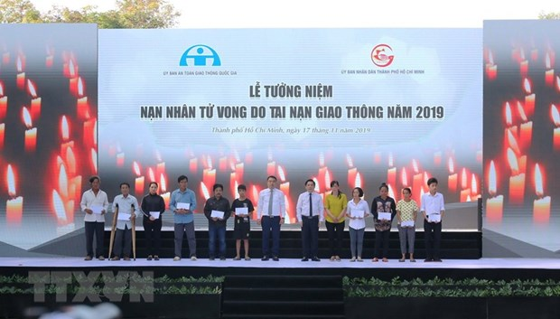 Requiem for victims of traffic accidents in Vietnam hinh anh 1