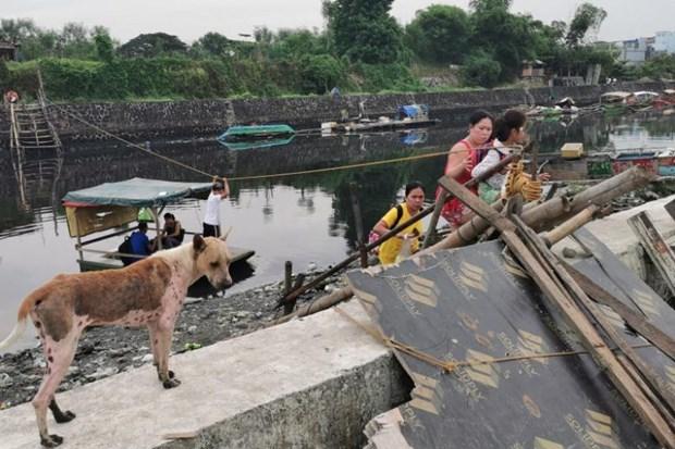 Thousands of Filipinos flee homes as typhoon Kalmaegi comes hinh anh 1