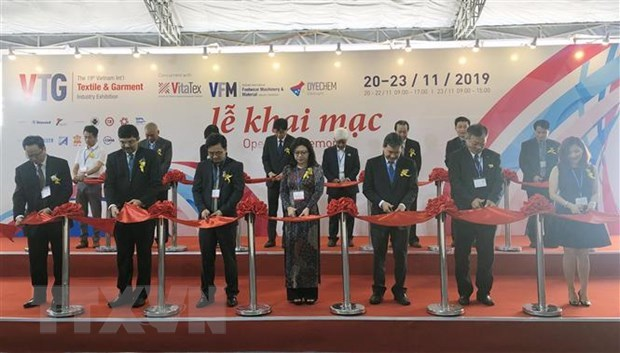 Exhibitions display textile-garment, footwear machinery, accessories hinh anh 1