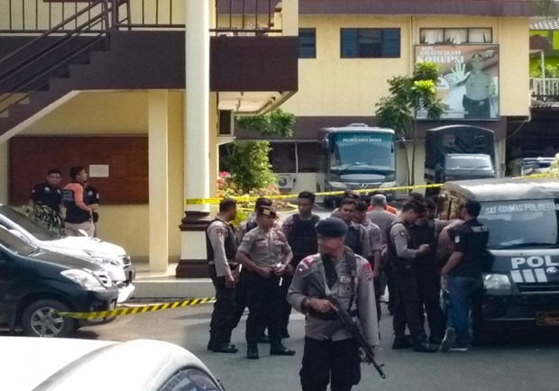 Indonesia: 74 terror suspects arrested after bombing on Sumatra island hinh anh 1