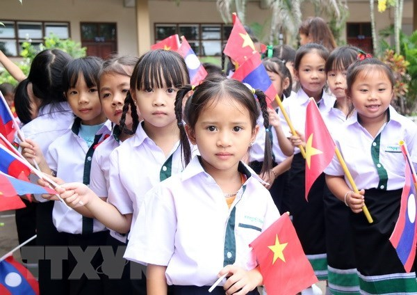 Lao-Vietnamese bilingual school celebrates Vietnamese Teachers' Day hinh anh 1