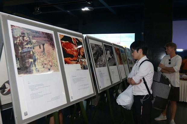 Photo exhibition spotlights pain of Vietnamese, Japanese war victims hinh anh 1