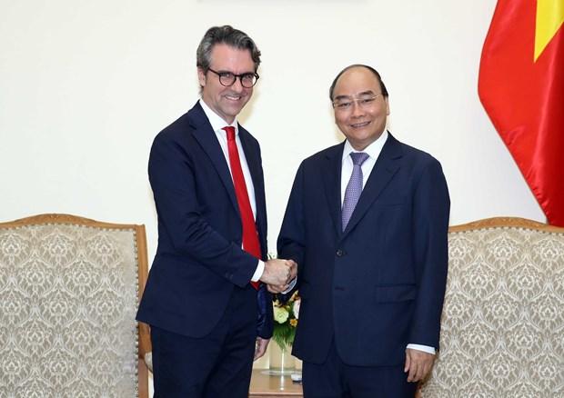 PM Nguyen Xuan Phuc receives EU delegation head hinh anh 1