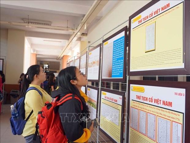 Quang Ngai exhibition proves Vietnam's sovereignty over Hoang Sa, Truong Sa hinh anh 1