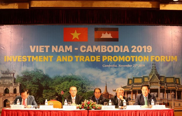 Vietnam-Cambodia trade-investment promotion forum held hinh anh 1