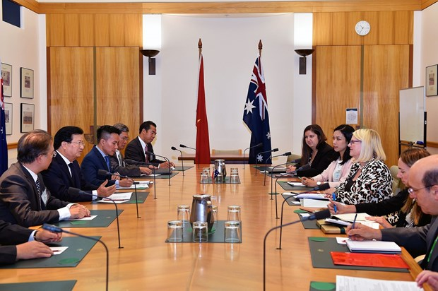 Deputy PM Trinh Dinh Dung pays working trip to Australia hinh anh 3